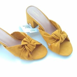 Old Navy • mustard block heel knotted mule sandals
